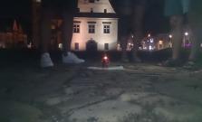 Na námestí v Bardejove horela svieca