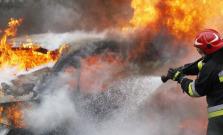 V Bardejove horelo ďalšie auto