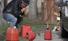 Ukradli 20 litrov benzínu priamo z auta