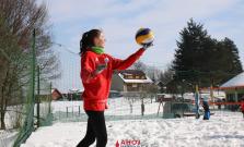 Volejbal na snehu v Bardejove pútal pozornosť