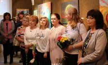 Dospelí študenti SZUŠ Pod Vinbargom vystavujú spoločné diela