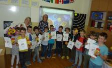 Druháci prezentovali svoje ročníkové práce na tému Vesmír