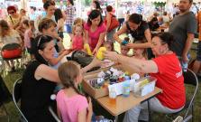 Park Európy na Komenského ulici sa zaplnil, prišli celé rodiny