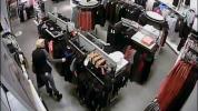 Zlodejka sa ulakomila na oblečenie