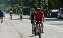Nafúkal vodič auta a traja cyklisti