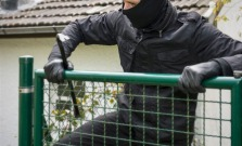 Zlodeja zlákali drôty k hromozvodu