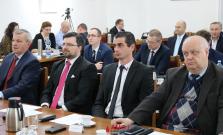 Novozvolení poslanci a primátor zložili slávnostný sľub, vznikli dva kluby