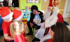 Školáci a škôlkári v Bardejovskej Novej Vsi i v Smilne sa tešili, prišiel Mikuláš