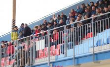 Futbalisti v sobotu proti lídrovi súťaže