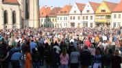 Posväcovanie jedál na Radničnom námestí prilákalo niekoľko stoviek veriacich