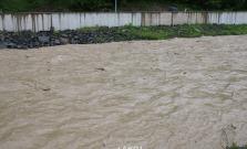 Stály dážď zvýšil hladinu rieky Topľa