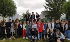 Študenti a dôchodcovia sa rozhodli upratať rôzne časti Bardejova