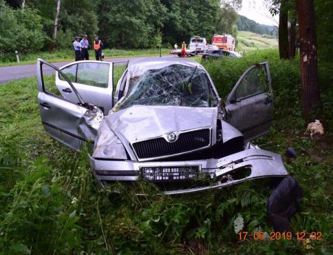 Peter z Bardejova obiehal auto, to skončilo v priekope a on utiekol do krčmy