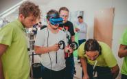 Na účastníkov konferencie Vzdelávame pre budúcnosť čakali aj ukážky virtuálnej reality.jpg