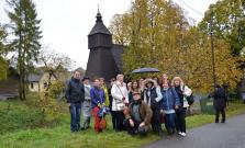 Drevené chrámy na severovýchode Slovenska lákajú českých adomácich turistov