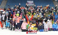 Zimný štadión v Bardejove zaplnili deti, prišiel aj Macejko