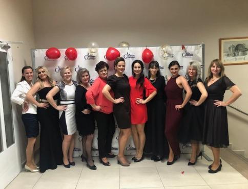 Študenti a učitelia Súkromného gymnázia DSA plesali