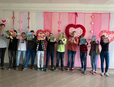 Deti si navzájom darovali knihy, pretože kniha je láska