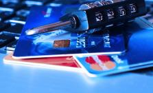 Žena dvakrát poslala cez facebook údaje z platobnej karty, prišla o 600 eur