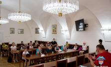 Žiaci Letnej školy v Bardejove zavítali aj na mestský úrad
