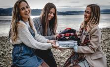 Tri sestry z Bardejova prišli s bazárom oblečenia, ktorý pomáha rodinám v núdzi