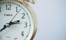 Nezabudnite si dnes prestaviť hodinky, pospíme si o hodinu menej