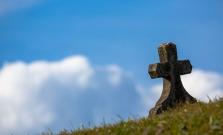 Na bardejovskom cintoríne poškodili 8 hrobov