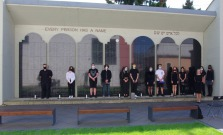 Študenti Gymnázia Leonarda Stӧckela si uctili obete holokaustu a rasového násilia