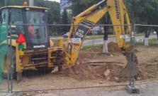 Pokračuje rekonštrukcia chodníka pri OD Centrum