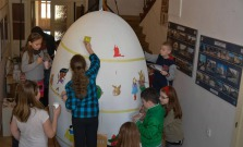 Obrie vajíčko začali zdobiť deti