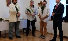 Vystavuje trojica umelcov zo Slovenska a z Ukrajiny