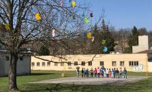 Jarná výzdoba areálu ZŠ B. Krpelca