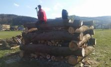 Aj v Komárove postavili vatru